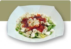 Ensalada de queso de cabra y mermelada de tomate a la albahaca